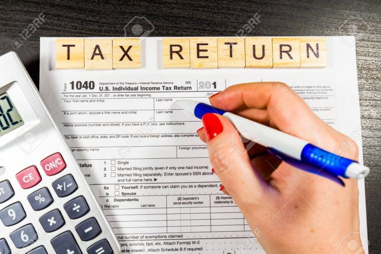 Filling Out Your Own 1040 Tax Form in America